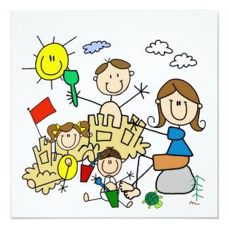 Strichmännchen-Familien-Strand-Spaß Personalisierte Ankündigungskarte