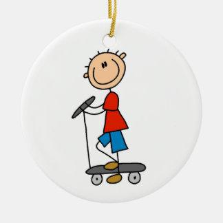 Strichmännchen-Junge auf Roller Rundes Keramik Ornament