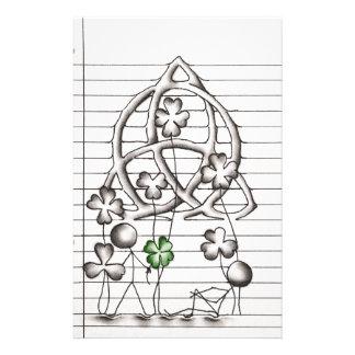 Strichmännchen mit Klee und keltischem Knoten Briefpapier