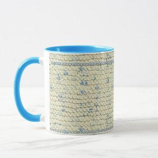 Stricken Sie Strumpfband-Stich mit Creme und Tasse