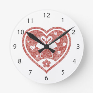 Strukturierte Herz-Flamingo-Liebe Runde Wanduhr