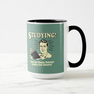 Studieren: Trinken und Schlafen Tasse