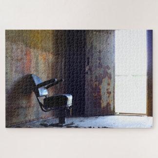Stuhl in einem verlassenen alten Gebäude Puzzle