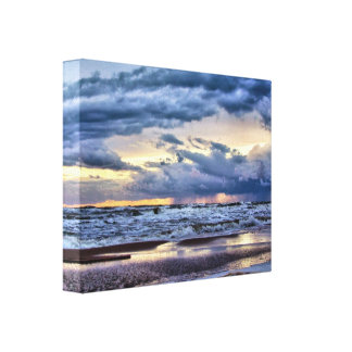 Sturm an einer Strand-Leinwand Leinwanddruck