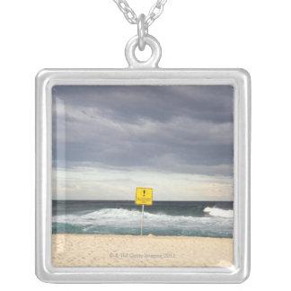 Stürmische Himmel über Bronte Strand Versilberte Kette