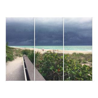 Stürmischer Himmel über Aqua-Meer Leinwanddruck