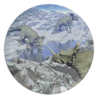Styracosaurus nahe Wasser 3D übertragen Melaminteller