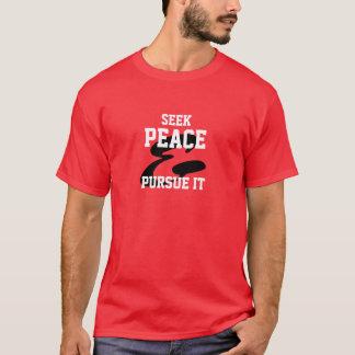 Suchen Sie Frieden und üben Sie ihn aus T-Shirt