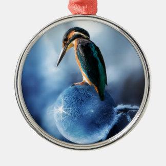 Summenvogel auf gefrorenem Seifenblase-Makroschuß Silbernes Ornament