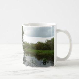 Sumpfgebiet-Wasserstraße Kaffeetasse