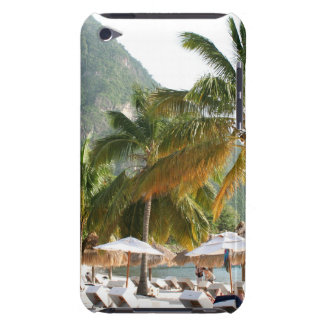 Sun-Betten auf einem Strand nahe den Pitons in St Barely There iPod Cover
