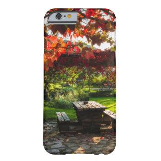 Sun durch Herbst-Blätter, Kroatien Barely There iPhone 6 Hülle