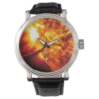Sun-Eruption - riesiger Vorsprung Uhr