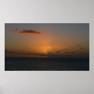 Sun hinter Meerblick-Fotografie der Wolken-II Poster