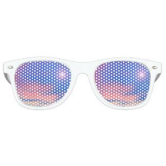 Sun im Sonnenunterganghimmelhintergrund - 3D Retro Sonnenbrillen