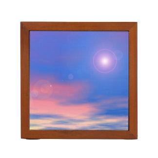 Sun im Sonnenunterganghimmelhintergrund - 3D Stifthalter