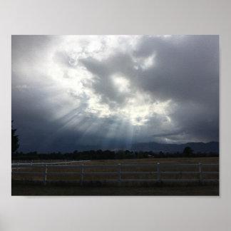 Sun-Strahlen durch die Wolken Poster