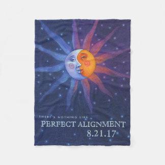 Sun und Mond-Eklipse-perfekte Ausrichtung Fleecedecke