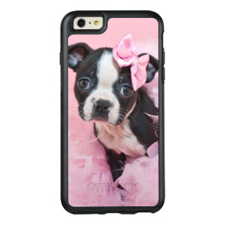 Super niedlicher Boston-Terrier-Welpe, der eine OtterBox iPhone 6/6s Plus Hülle