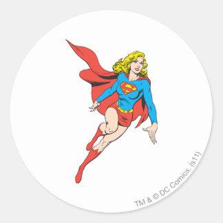 Supergirl in Bewegung Runder Aufkleber