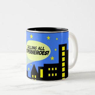 Superhero-Tasse - Stadtskyline u. -hinweis Zweifarbige Tasse