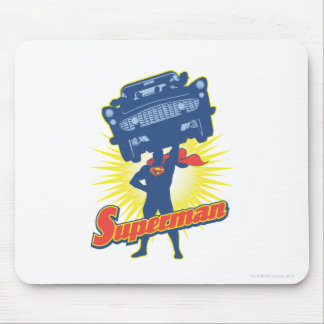 Supermann hebt ein Auto 2 an Mousepads