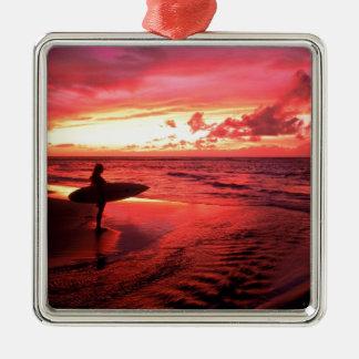 Surfen am Sonnenuntergang Quadratisches Silberfarbenes Ornament