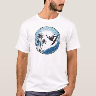 Surfen der Wellen in Hawaii-T - Shirt