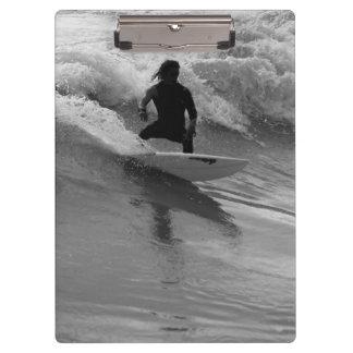Surfen des WellenGrayscale Klemmbrett