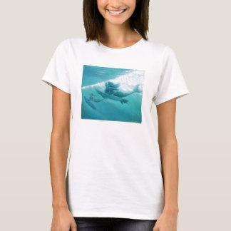 surfende Meerjungfrauen T-Shirt