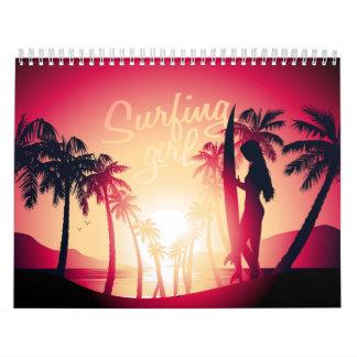 Surfendes Mädchen am Sonnenaufgang Kalender