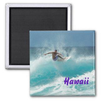 Surfer auf einem großen Wellentextmagneten Quadratischer Magnet