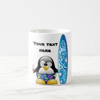 Surfer-Pinguin mit Eiscreme Kaffeetasse