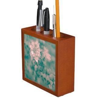 Surreales Blumen Stifthalter