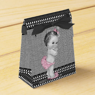Süße Baby-Rosa-und Geschenkschachtel