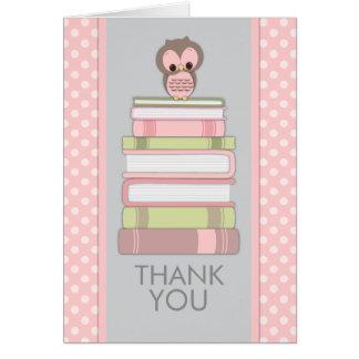 Süße Eule auf Büchern danken Ihnen zu kardieren Karte