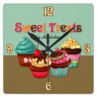 Süße Leckerei-Kuchen-Uhr Quadratische Wanduhr