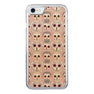 Süße Owlets-Baby-Eulen auf blassem - rosa Muster Carved iPhone 8/7 Hülle