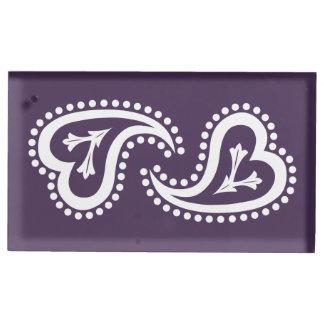 Süße Paisley-Herzen im lila Tabellen-Karten-Stand