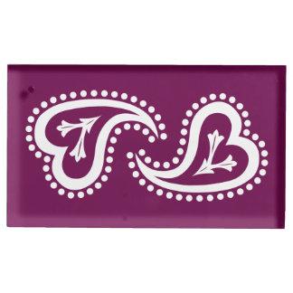 Süße Paisley-Herzen im Wein-Tabellen-Karten-Stand
