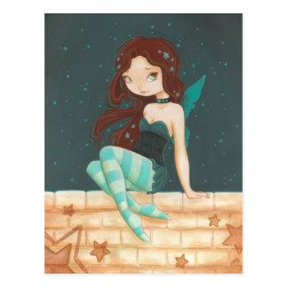 Süße Sternfee des Sternes auf einer Backsteinmauer Postkarte