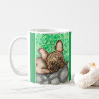 Süße Tasse der französischen Bulldogge mit Grün