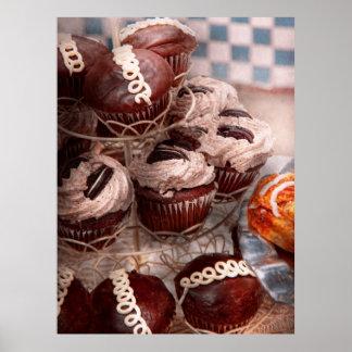 Süßer - kleiner Kuchen - Kuchenberg Poster