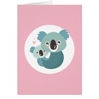 Süßes Cartoonkoalamutter- und -babyumarmen Karte