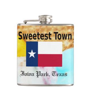 """""""Süßeste Stadt"""" Entwurf für Iowa-Park, Texas Flachmann"""