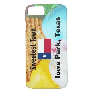 """""""Süßeste Stadt"""" Entwurf für Iowa-Park, Texas iPhone 8/7 Hülle"""