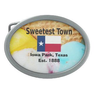 """""""Süßeste Stadt"""" Entwurf für Iowa-Park, Texas Ovale Gürtelschnalle"""