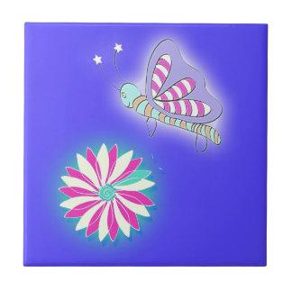 Süßigkeits-Kuss-Schmetterling und Blume Fliese
