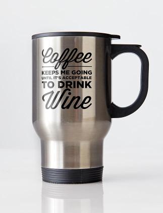 Reisebecher in silber und weiß sind ideal fürs Kaffee Trinken unterwegs