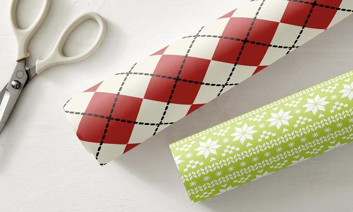Weihnachtsgeschenkpapier auf Zazzle Deutschland